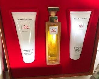 Elizabeth Arden - 5th Avenue - Perfume and Lotion