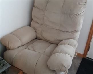 2 Lazy Boy recliners in very good condition