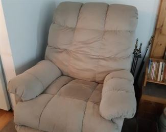 Pair of Lazy Boy recliners very good condition