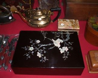 mother of pearl and black lacquer dresser box