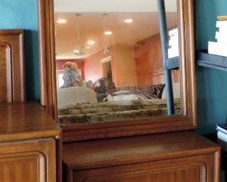 THOMASVILLE MID CENTURY MODERN END TABLE AND MIRROR