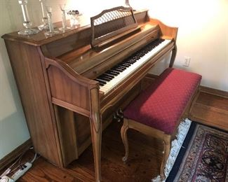 Kimball console piano with bench - excellent condition