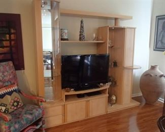 LR wall unit, flat screen TV