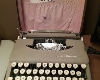 Vintage Skyriter Typewriter in Case
