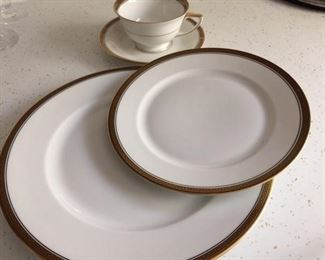 H & G SFLB Bavaria Germany Heinrich china 11 place settings.