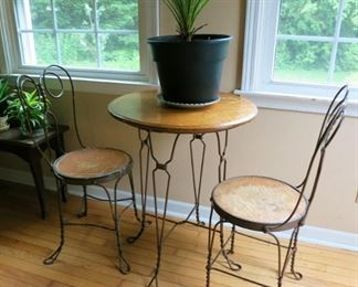 Vintage Ice cream table & 2 chairs set, many plants