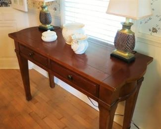 Table w/ 2 drawers, matching lamps, Belleek pieces
