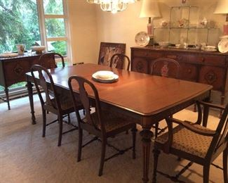 Beautiful Jacobean Dining Set, table has 2 additional leaves, very good condition