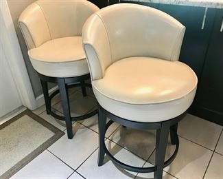 Pier 1 countertop height stools