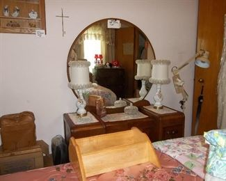 vintage waterfall vanity and stool-great condition!