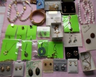 vintage jewelry, pierced earrings