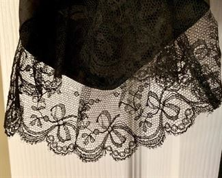 gorgeous lace ruffles on sleeves