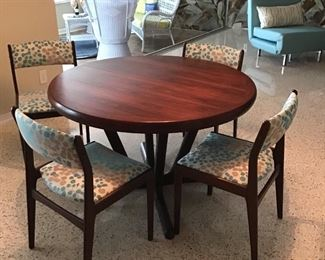 Interform Collection Denmark Table Has 2 leaves