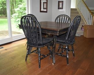 DINING TABLE W/6 CHAIRS & EXTRA LEAF