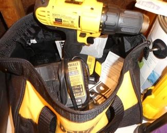 Dewalt electric drill 20 volt battery with charger