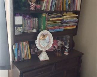 Shelf unit with drawers underneath to sell plus all the children's books - kids items