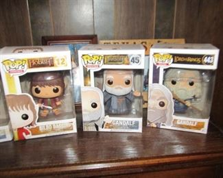 About 12 pop figurines POP!