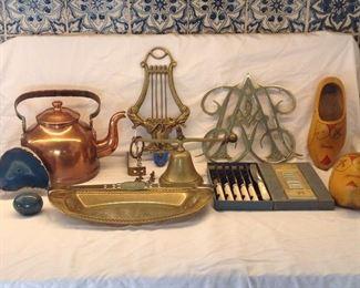 Colonial Williamsburg brass bell and trivet, Dutch clogs, Sheffield knife set
