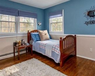 Another twin bedroom set