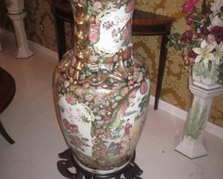 LARGE VINTAGE PORCELAIN/CERAMIC ASIAN FLOOR URN VASE,