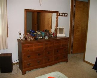 Dresser, Boyd's Bears