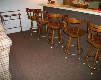 5 Barstools, quilt rack