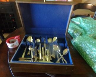 Silverware set with lots of extra pieces