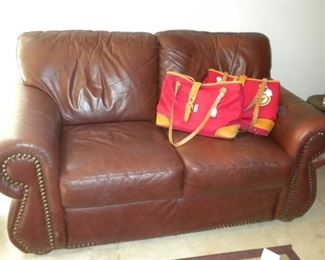 NAIL HEAD LEATHER LOVESEAT
