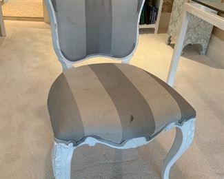 112. Upholstered White Desk Chair (22'' x 25'' x 36'')