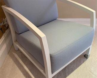 118. White Modern Armchair (25'' x 27'' x 28'')