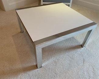119. White Laminate Table (28'' x 15'')