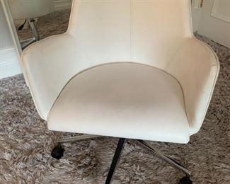 154. White Desk Chair on Wheels (24'' x 21'' x 30'')