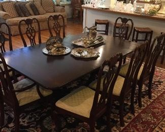 Incredible dining table with leaves, pads, and 8 chairs.