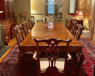 Henredon Dinningroom Set with Two 24inch leafs and Eight chairs, Mahogany inlay Detail