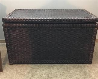 Wicker storage chest/trunk