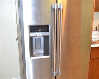 Maytag fridge/freezer - exc. cond.