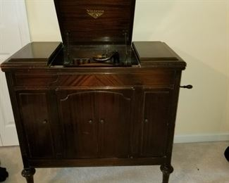 Antique Victrola, works!