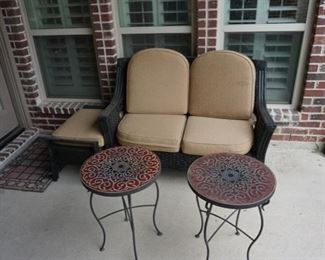 Patio Furniture. Outdoor Tables and Chairs.