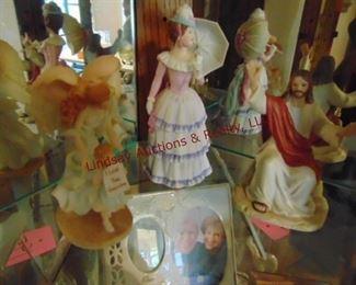 194 figurines