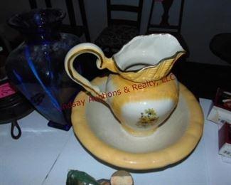 302 Ceramic pitcher with bowl Blus glass vase