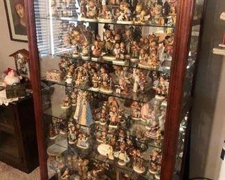Massive important Hummel collection hundreds of Hummels