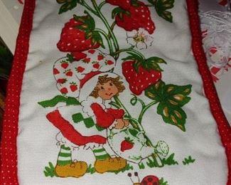 New 1980 Strawberry Shortcake oven mitt
