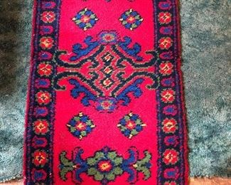 """This hand latched rug has such vibrant color- 27"""" x 52"""""""