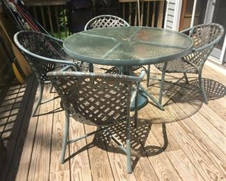 Brown Jordan 48 inch round table and four chairs with umbrella stand