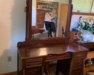 #1 spool front vanity w 6 drawers and mirror 46x17.5x31 mirr 45x38 w stool  $175.00