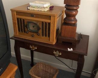 Replica antique radio