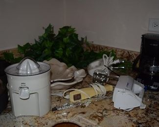 Juicer, Coffee Maker and Small Appliances