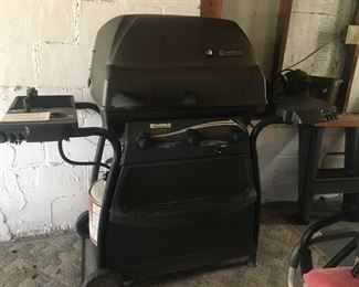 Outdoor Grill includes Propane Tank