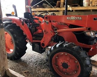 2010 KUBOTA 4 WHEEL DRIVE W/BUCKET