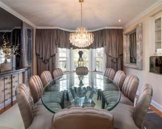 Formal dining for 10 guests